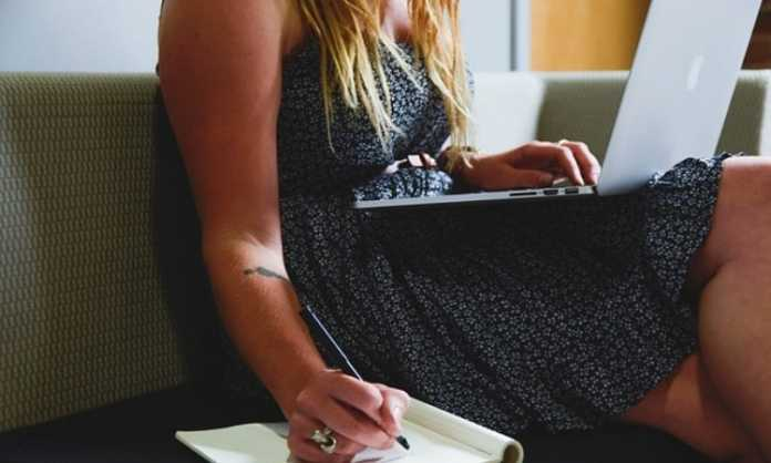 here is how you can get freelance content writing work online for free in the USA and UK